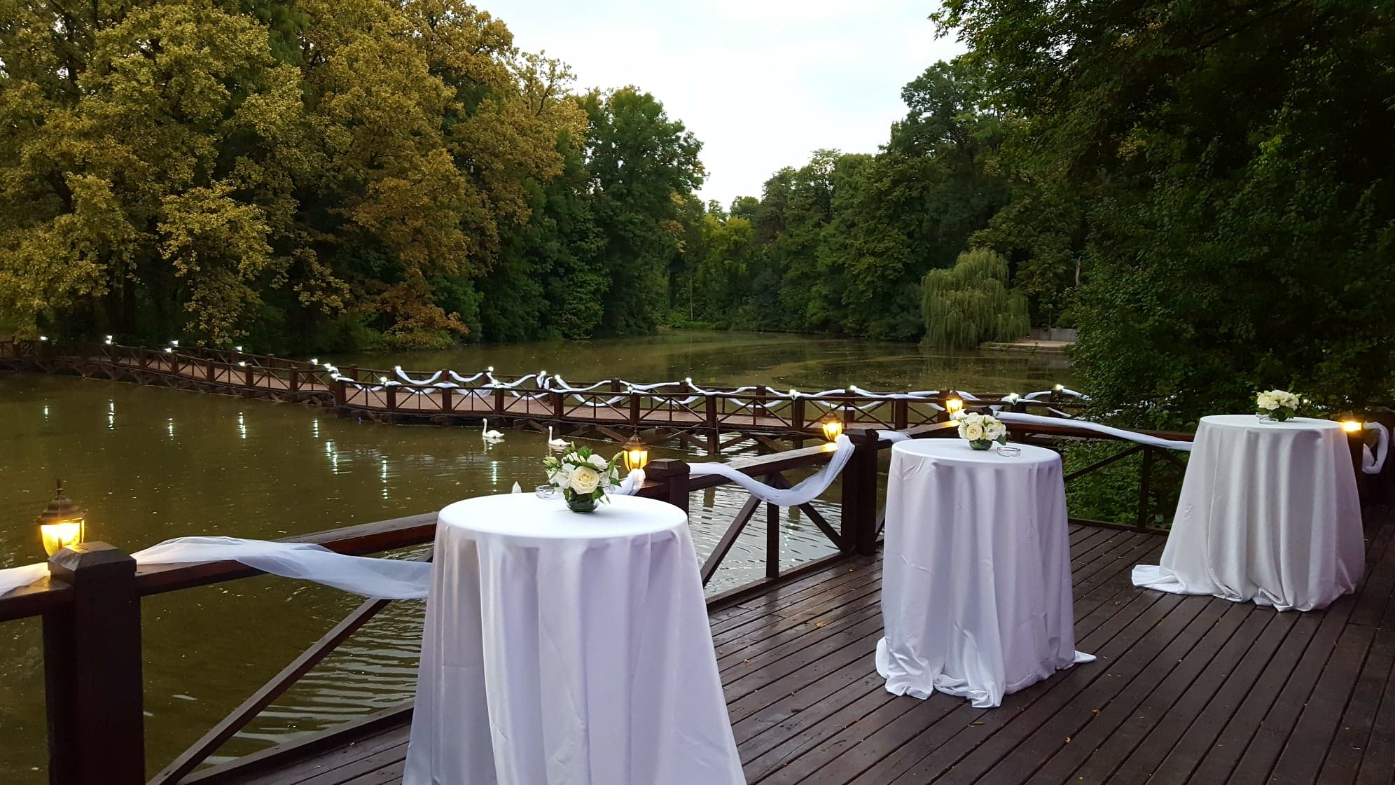 decor nunta ponton lac - Joyful Colors