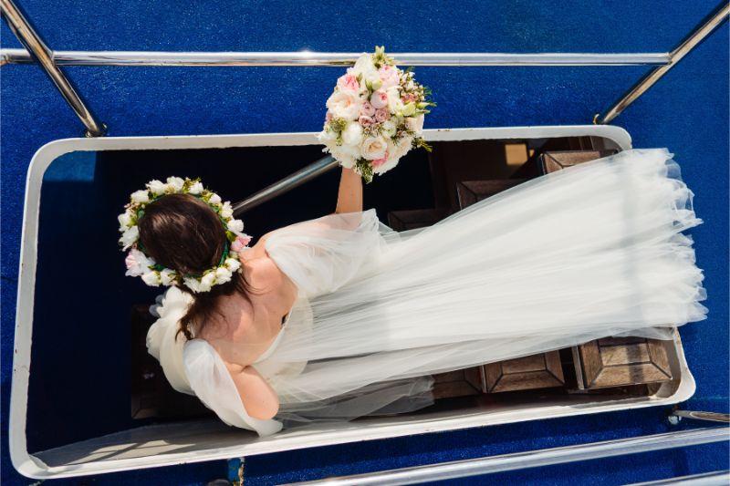 Desginer florist, decoratiuni florale barca nunta - Joyful Colors