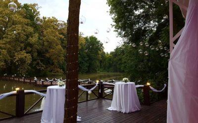 Nuntă elegantă pe malul lacului